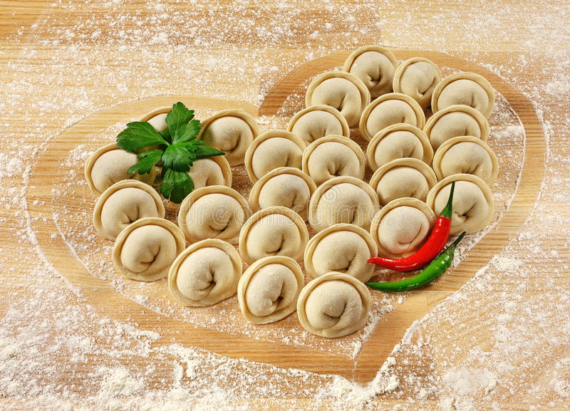 Bollen en peterselie - Russische pelmeni - Italiaanse ravioli stock afbeelding