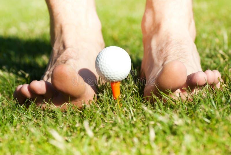 bollfoten golf male leka arkivfoto