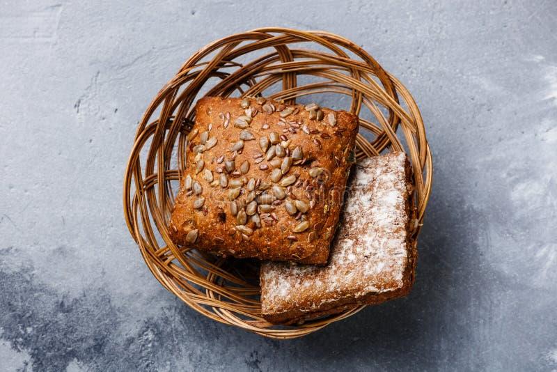 Bollo fresco del pan de los cereales foto de archivo libre de regalías