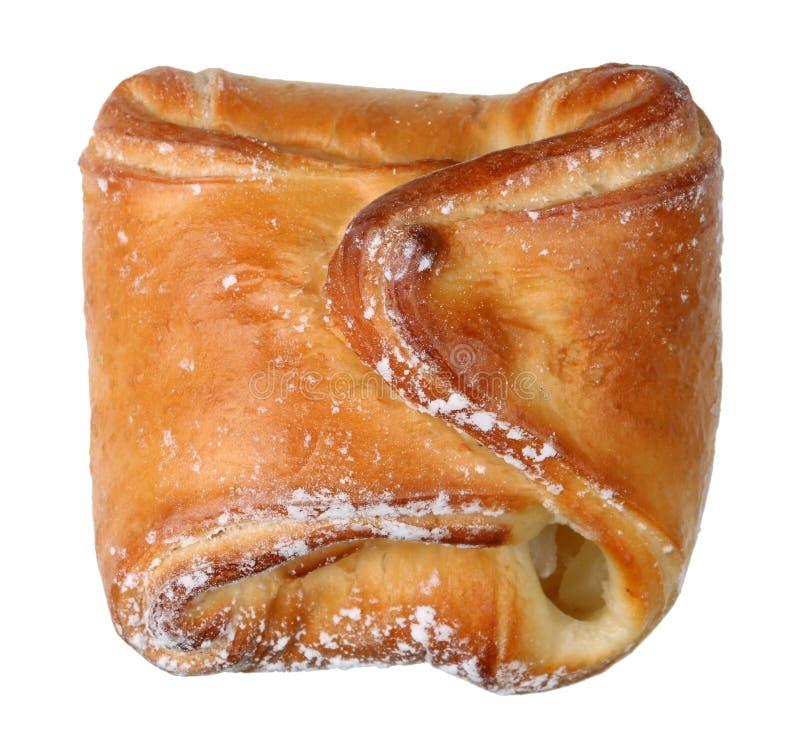 Bollo hecho en casa de la pasta de levadura con la recogida de manzanas Aislado fotografía de archivo