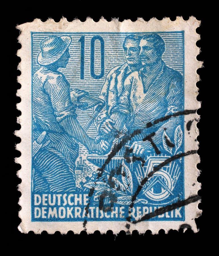 Bollo stampato nel GDR, manifestazioni agricoltore, lavoratore, intellettuali immagine stock libera da diritti