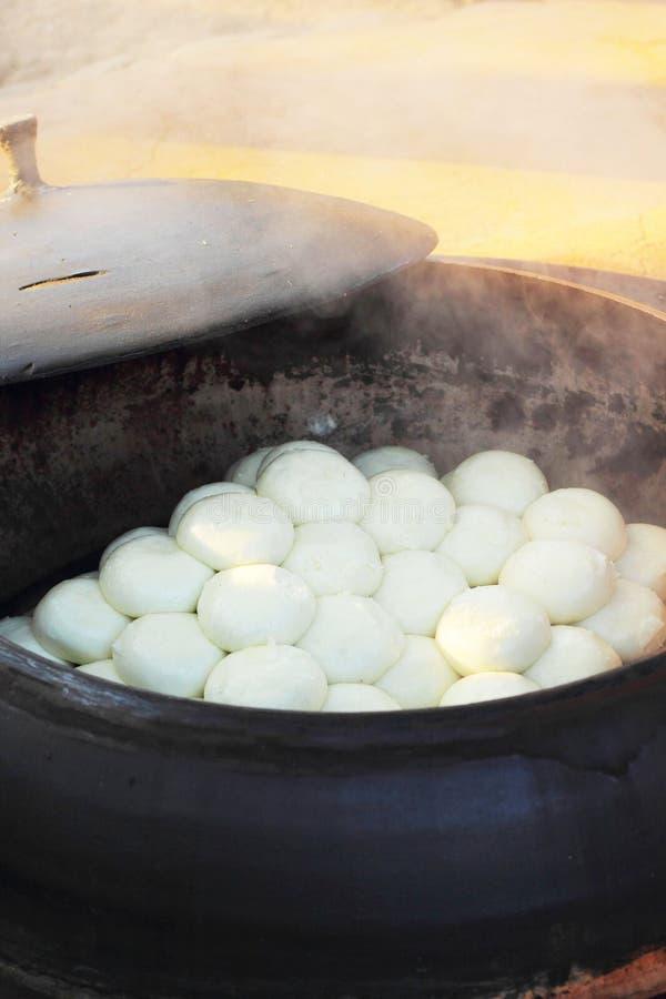 Bollos cocidos al vapor tienda Corea tradicional. imagen de archivo