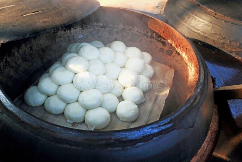 Bollos cocidos al vapor tienda Corea tradicional imágenes de archivo libres de regalías