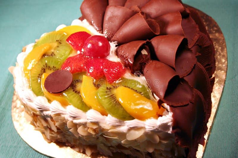 Bolo com chocolate & fruta fotografia de stock