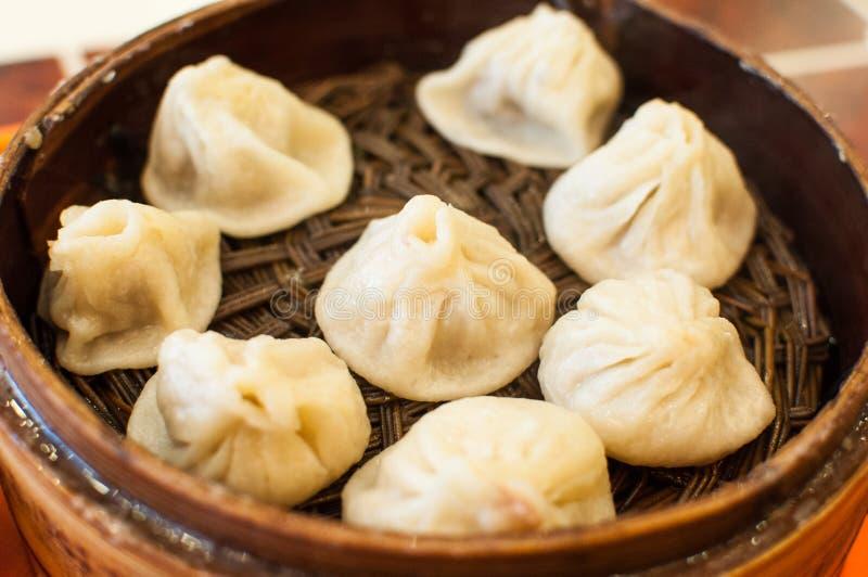 Bolo cozinhado chinês enchido com carne de porco suculenta fotos de stock