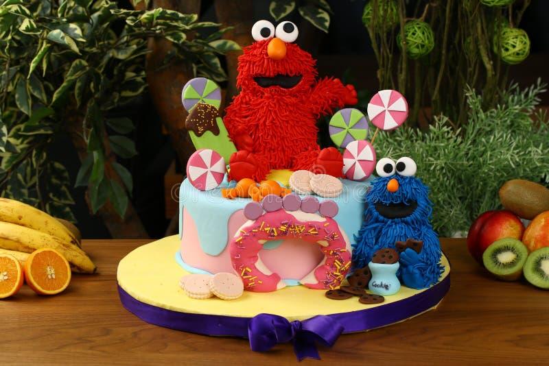 Bolo da festa de anos das crianças - conceito dos monstro da cookie imagens de stock