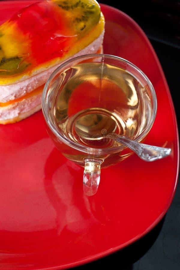 Bolo da geléia com o copo do chá imagens de stock