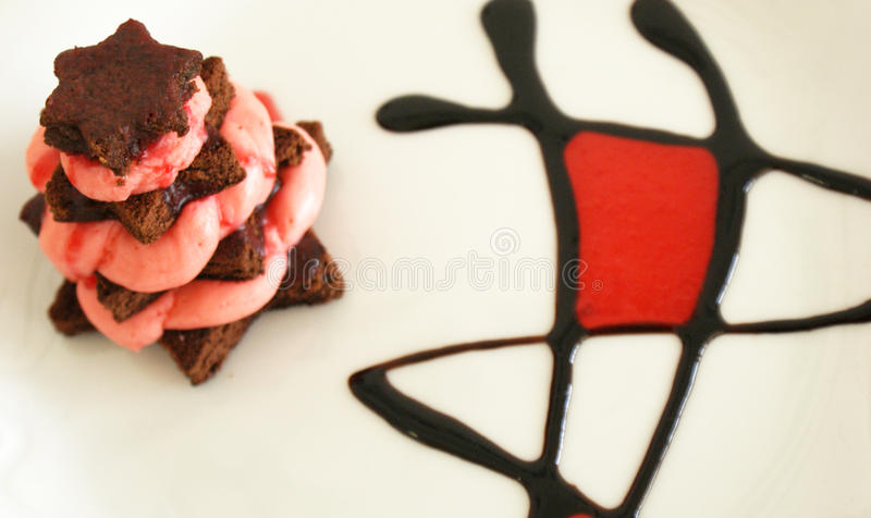 Bolo da morango e de chocolate - estrelas fotos de stock royalty free