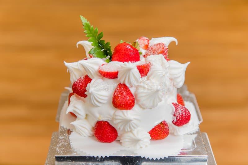 Bolo da morango, sobremesa, bolo de aniversário, o dia de mãe, festa de anos foto de stock royalty free