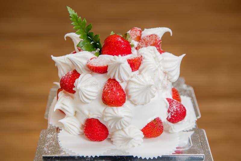 Bolo da morango, sobremesa, bolo de aniversário, o dia de mãe, festa de anos foto de stock