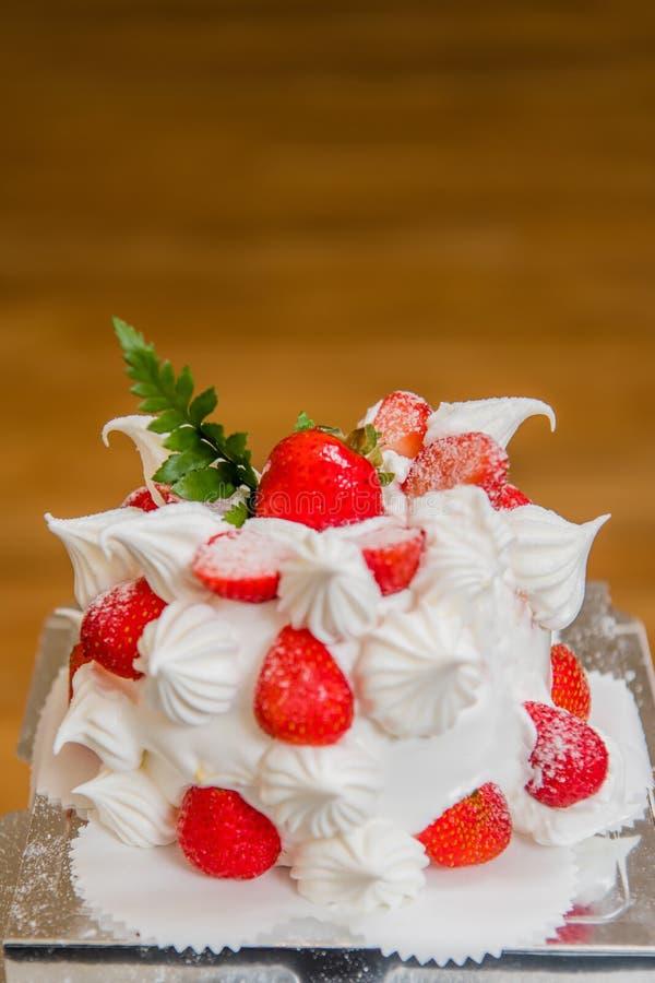 Bolo da morango, sobremesa, bolo de aniversário, o dia de mãe, festa de anos fotos de stock royalty free