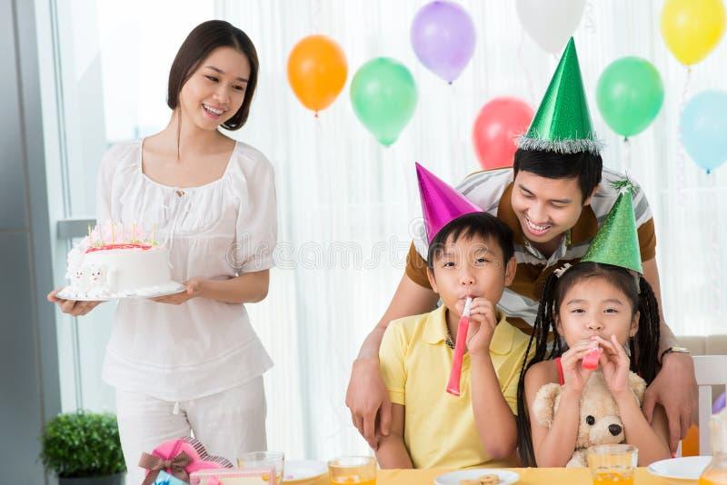 Bolo de aniversário imagens de stock royalty free