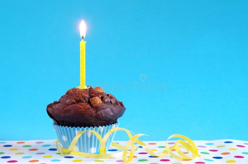 Bolo de aniversário azul fotografia de stock royalty free