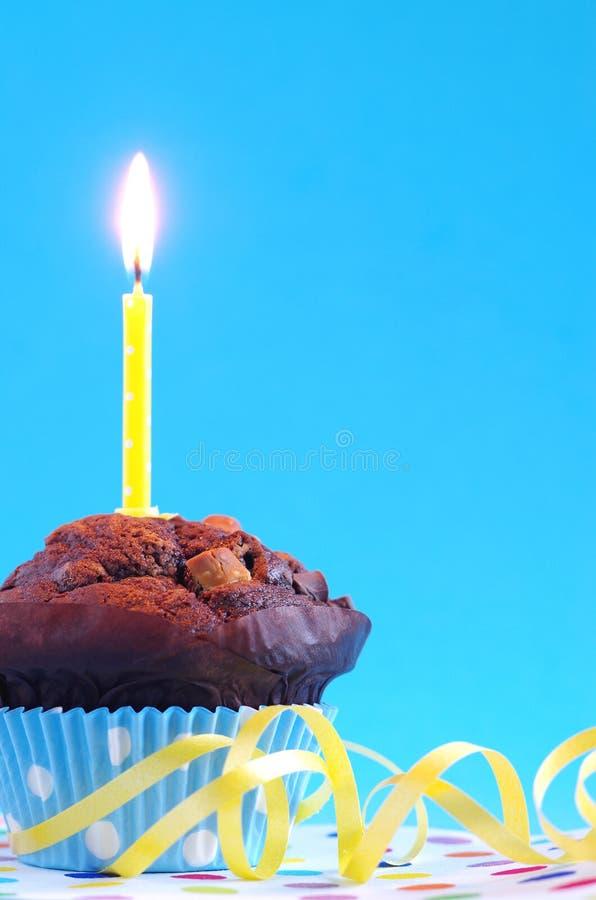 Bolo de aniversário azul imagem de stock