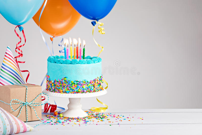 Bolo de aniversário azul foto de stock royalty free