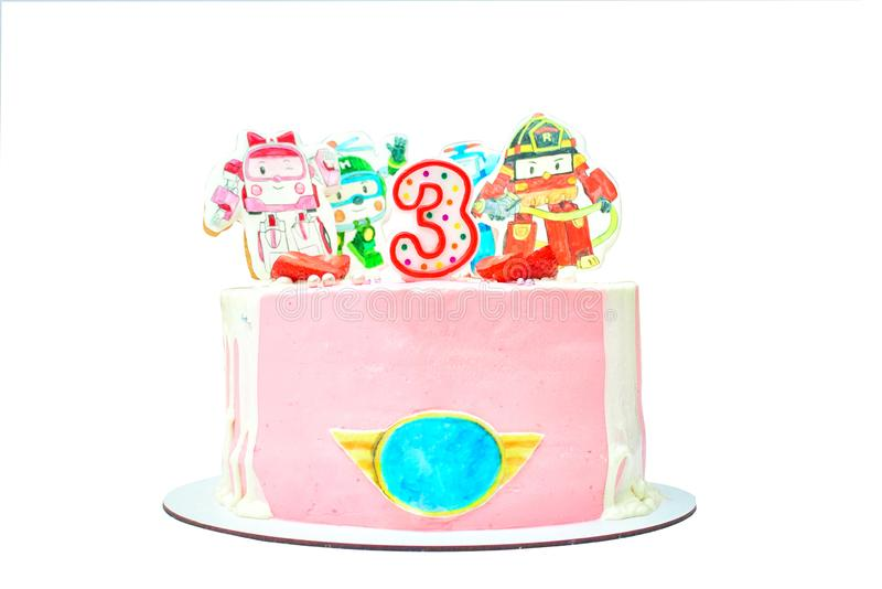 Bolo de aniversário com a decoração pintada para o 3th aniversário Sobremesa deliciosa cor-de-rosa com morango e creme imagens de stock royalty free