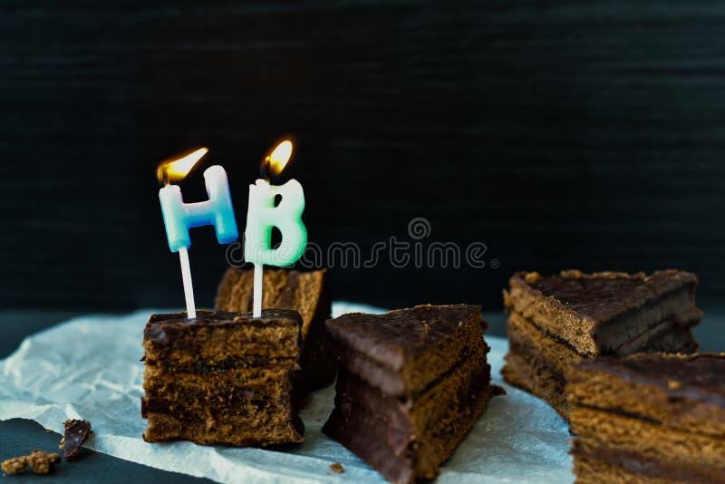 Bolo de aniversário com velas imagens de stock