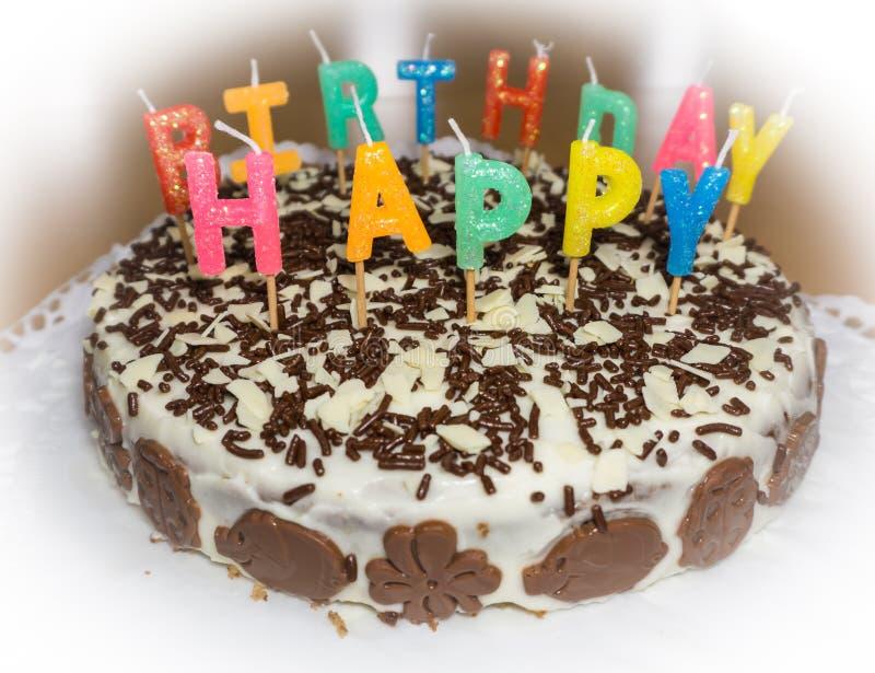 Bolo de aniversário com velas Objeto do alimento do feliz aniversario imagem de stock royalty free