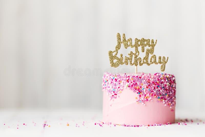 Bolo de aniversário cor-de-rosa fotos de stock