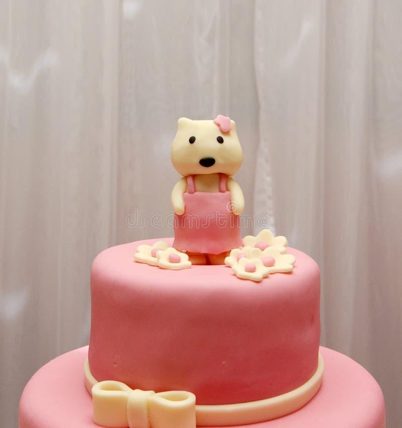 Bolo de aniversário da menina de Hello Kitty foto de stock