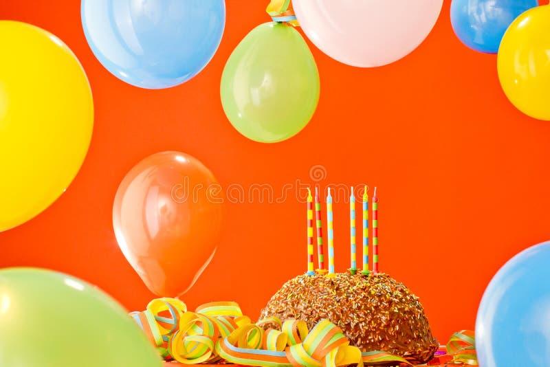 Bolo de aniversário do chocolate imagens de stock royalty free