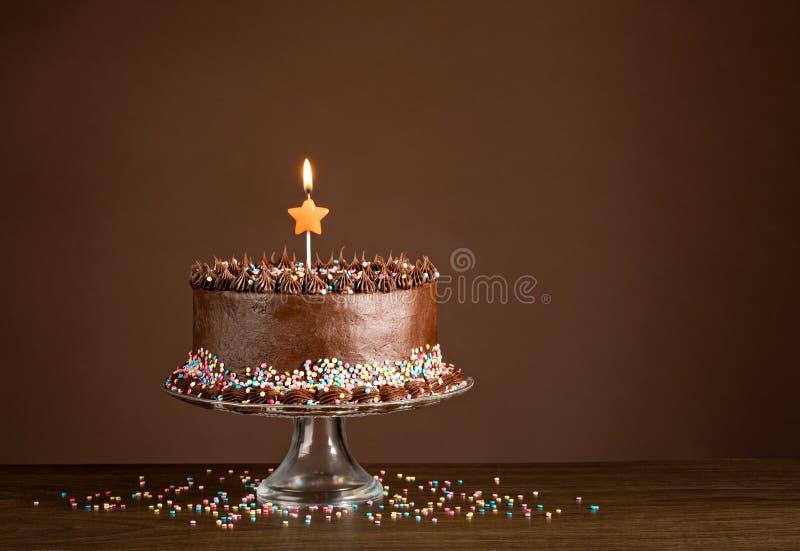 Bolo de aniversário do chocolate imagem de stock