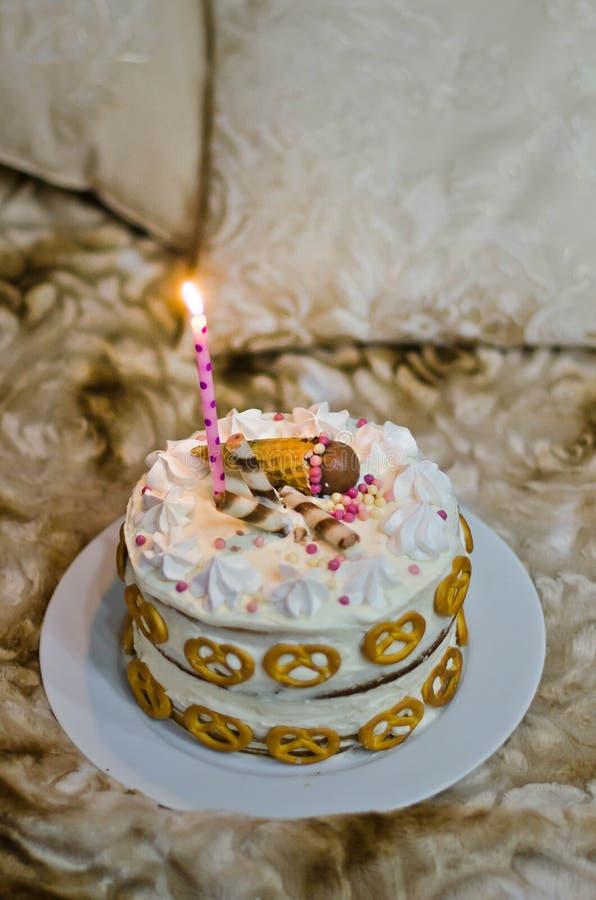 Bolo de aniversário feito a mão para o bebê imagens de stock royalty free