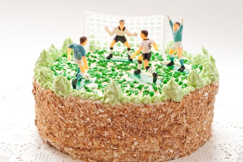 Bolo de aniversário para o menino com jogadores de futebol fotografia de stock royalty free