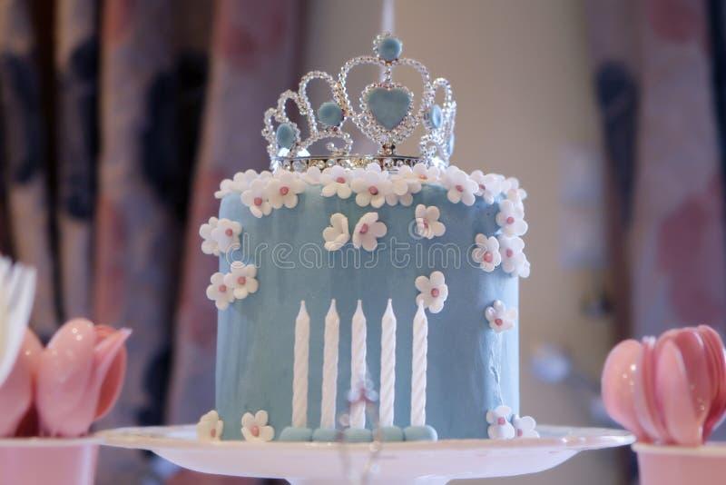 Bolo de aniversário para uma princesa imagens de stock royalty free