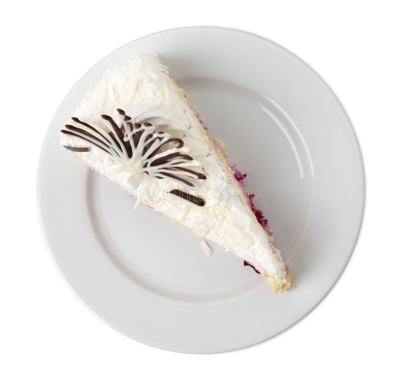 Bolo de camada delicioso com frutos em uma placa branca fotografia de stock