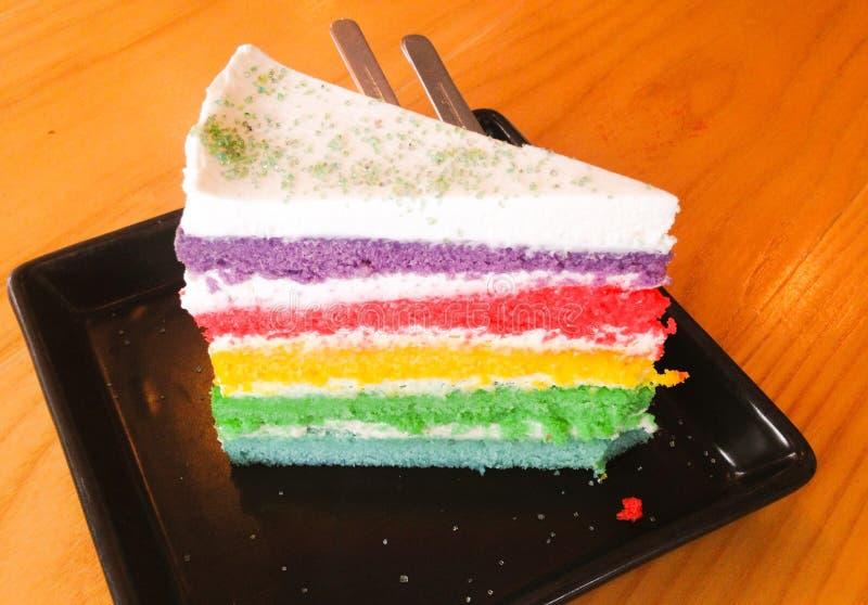 Bolo de camada do arco-íris foto de stock