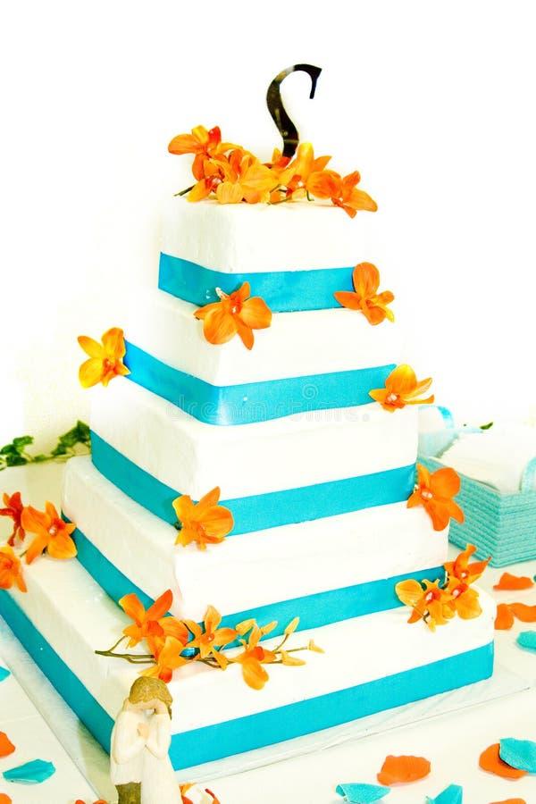 Bolo de casamento azul e branco fotos de stock