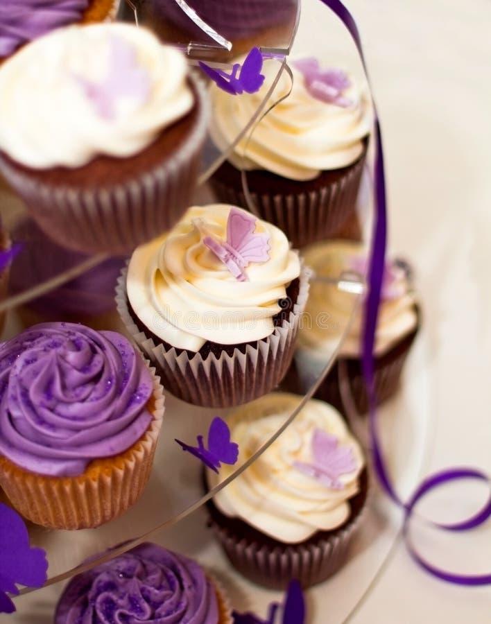 Bolo de casamento - close up em queques Yummy bonitos imagem de stock royalty free