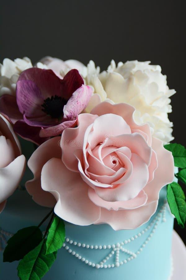 Bolo de casamento colorido lindo fotografia de stock