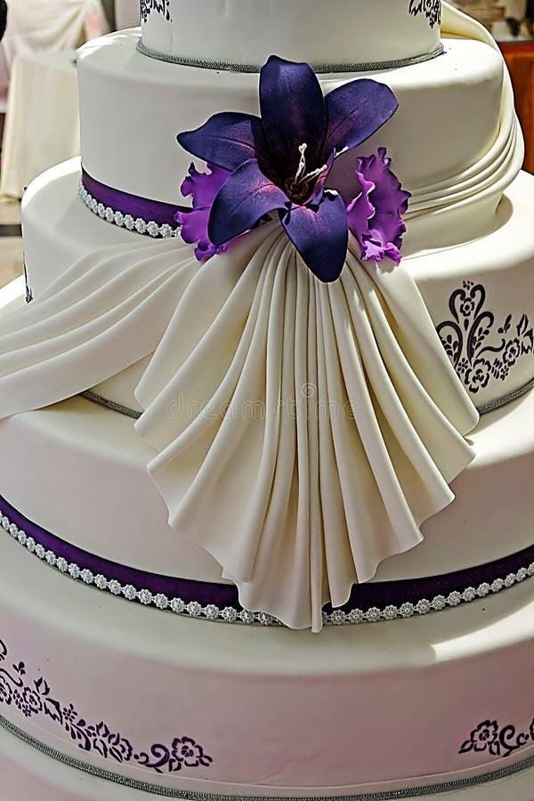 Bolo de casamento decorado especialmente. Detalhe 21 imagens de stock royalty free