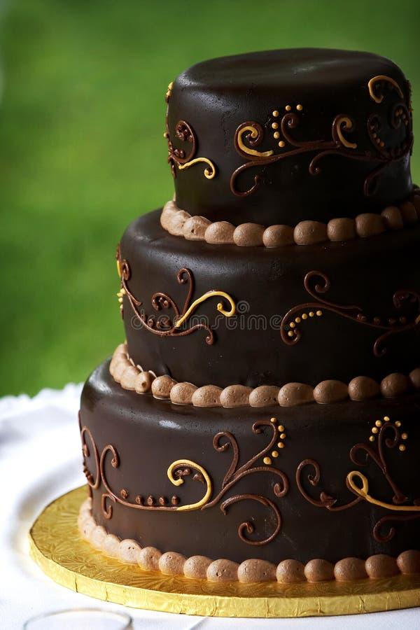 Bolo de casamento do chocolate imagem de stock royalty free
