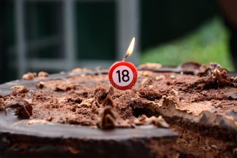 Bolo de chocolate com sinal de um aniversário de 18 anos fotos de stock