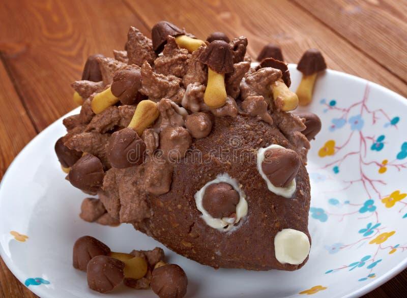 Bolo de chocolate das crianças - ouriço imagens de stock