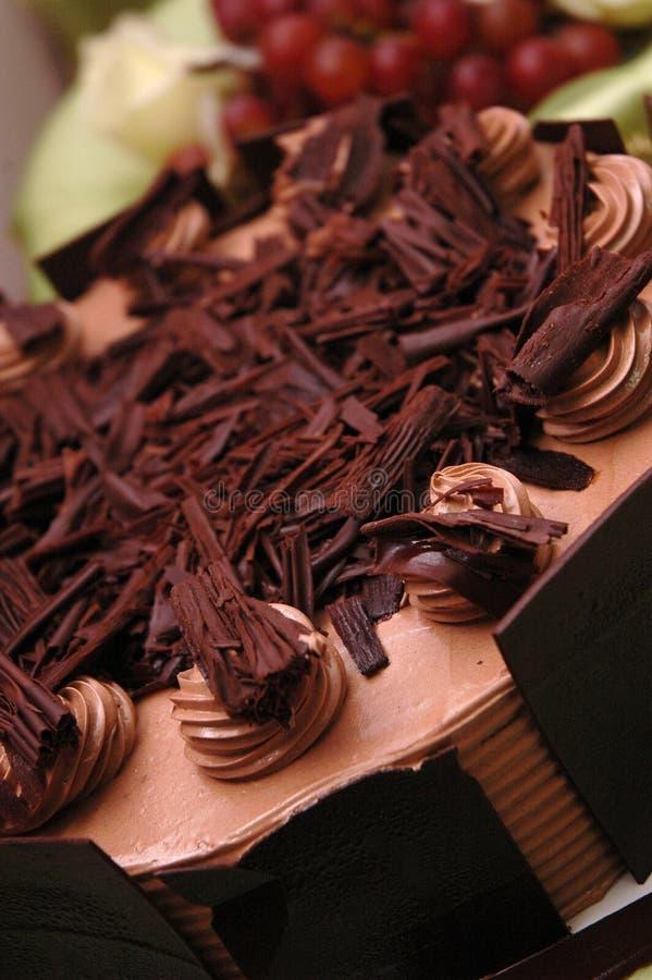 Bolo de chocolate do casamento imagens de stock