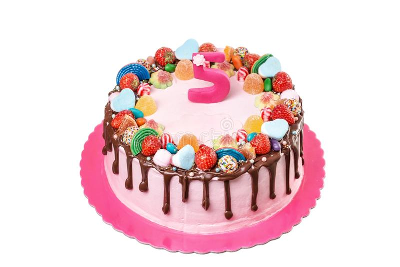 Bolo de chocolate do fruto com os doces para o aniversário Em um fundo branco foto de stock royalty free