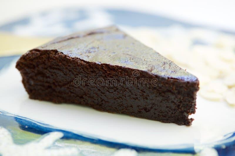 Bolo de chocolate escuro fotografia de stock