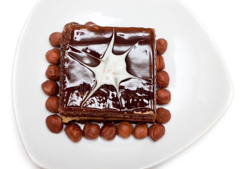 Bolo de chocolate no branco fotos de stock royalty free