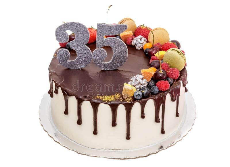 Bolo de chocolate para o aniversário imagem de stock