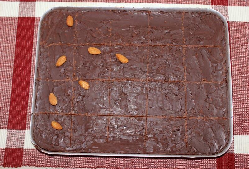 Bolo de chocolate saboroso caseiro da amêndoa fotografia de stock royalty free