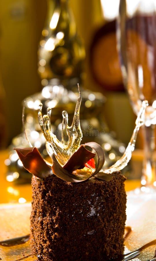 Bolo de esponja do chocolate imagens de stock royalty free