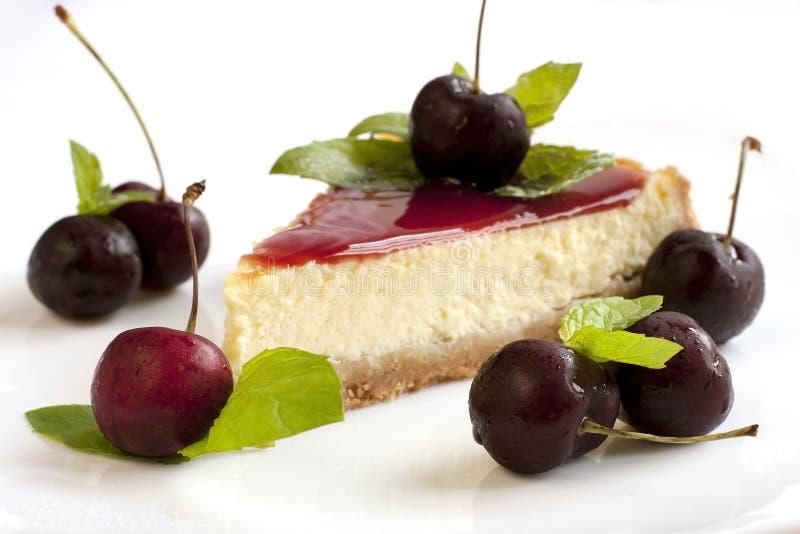 bolo de queijo com cereja foto de stock royalty free