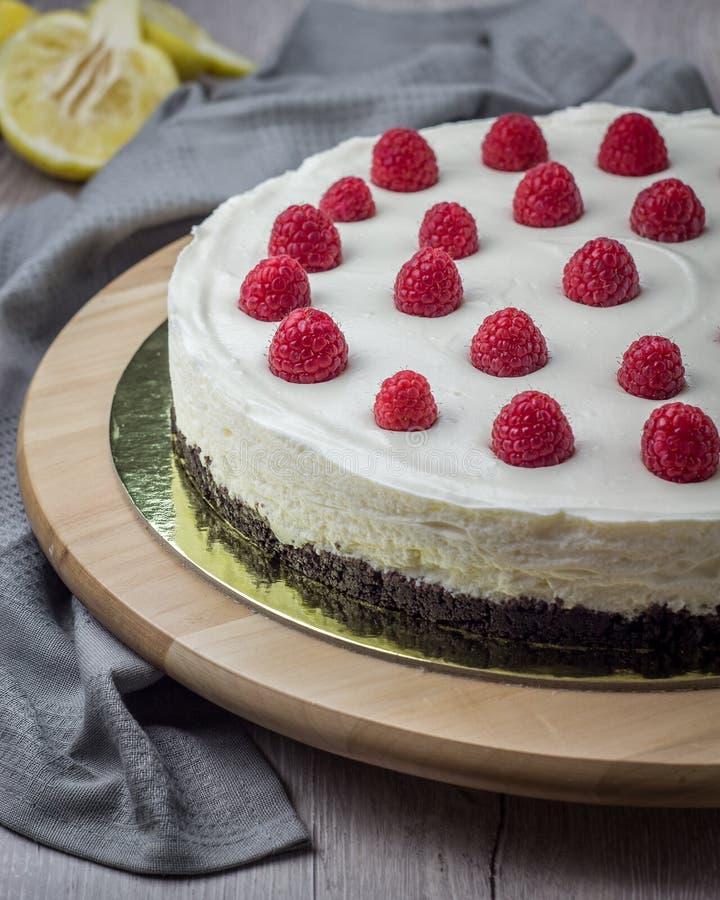 Download Bolo De Queijo Da Framboesa Foto de Stock - Imagem de torta, delicioso: 107528832