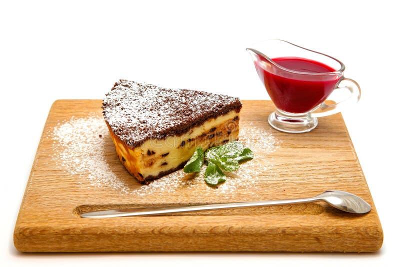 Bolo de queijo do coalho com chocolate fotografia de stock