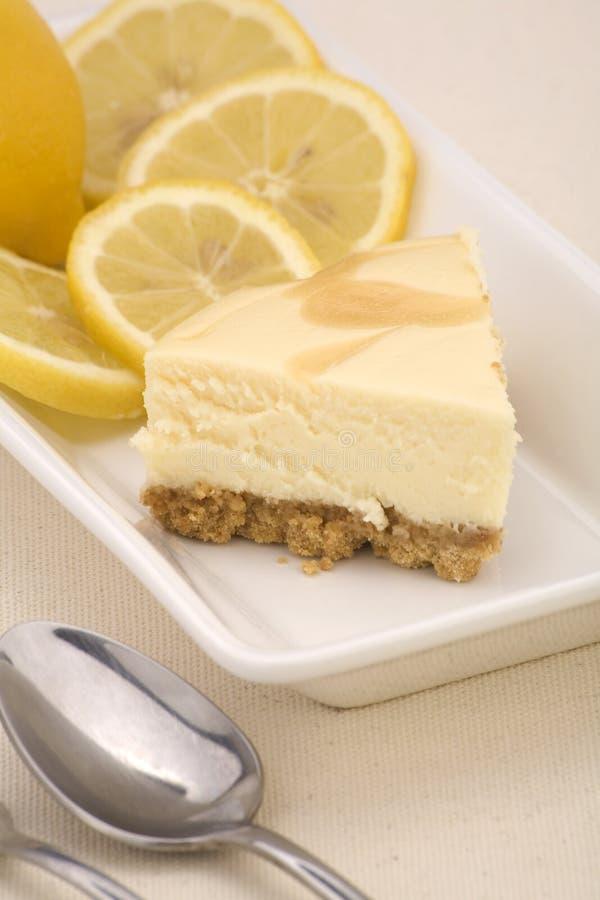 Bolo de queijo do limão fotografia de stock
