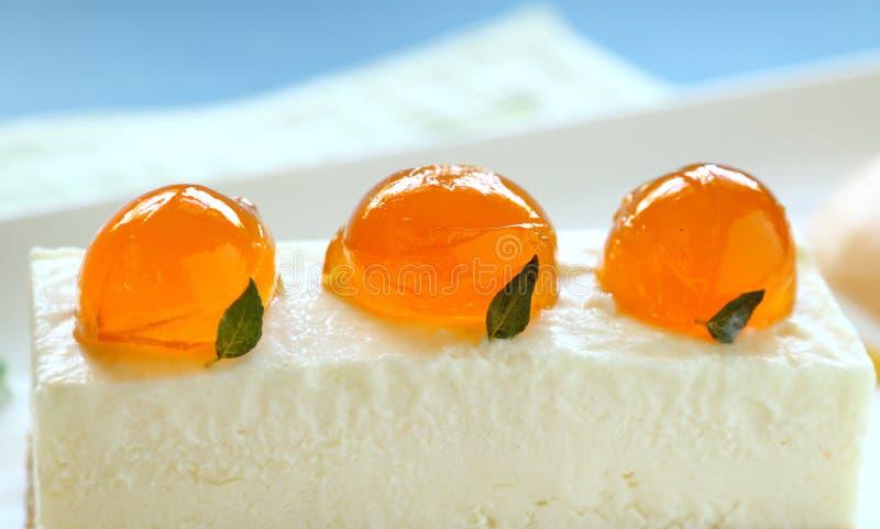 Bolo de queijo do mandarino imagens de stock royalty free